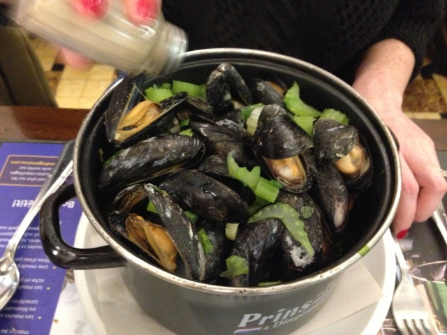 Action shot of the moules.